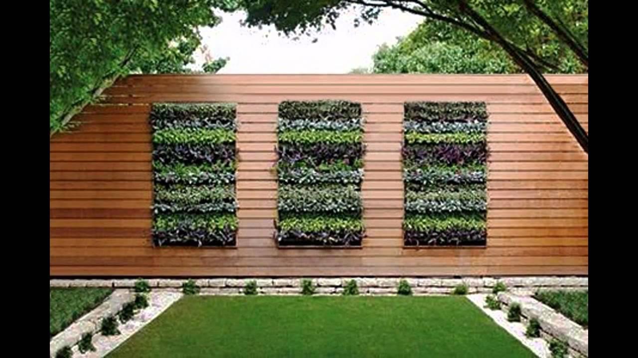 parede revestida com deck em jardim vertical
